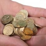 Banky ustupují od poplatků za vedení úvěrových účtů